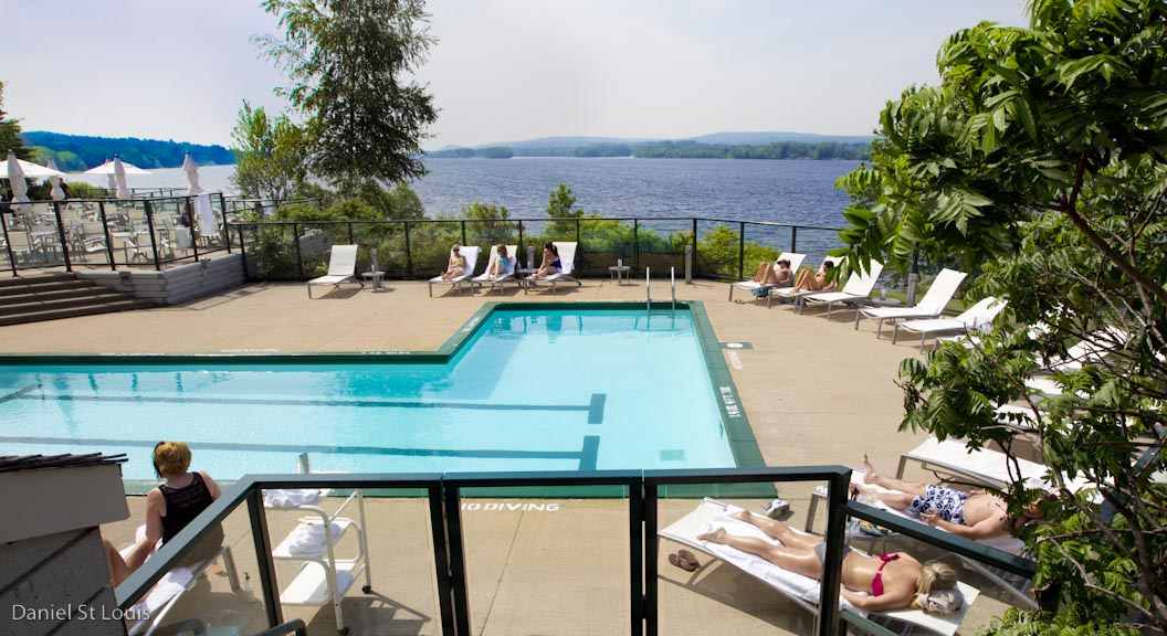 The Dip Pool Bar + Grill